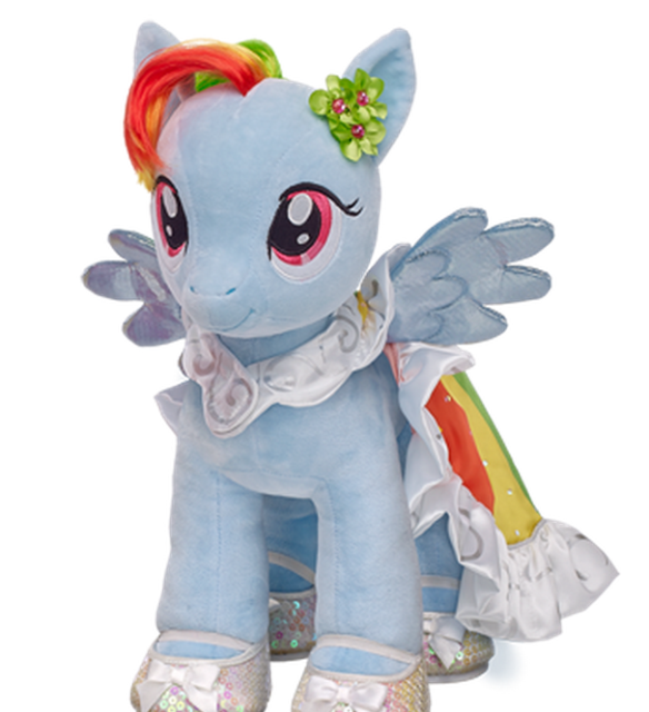 Rainbow Dash en tenue de cérémonie. Sa houpe lui donne un air de gzmine !