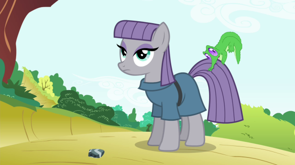 Maud_Pie_with_Gummy_biting_on_her_tail_S4E18